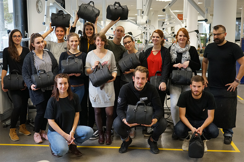 Spécialité cuir ISTA : le groupe repart avec leurs sacs bowling en cuir